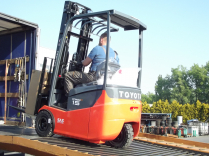 nowa dostawa wózków widłowych elektrycznych z baterią marki toyota