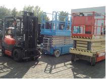 podesty ruchome i wózek widłowy maszyny budowlane