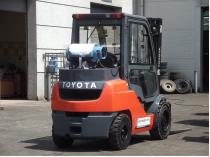 wózek widłowy Toyota